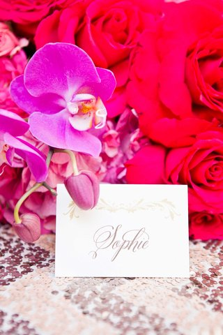 calligraphy-place-card-vibrant-flowers-sophie-gold-metallic-details-pink-purple-wedding-reception