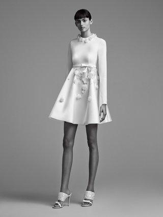 viktor-and-rolf-mariage-fall-winter-2018-wedding-dress-short-bridal-gown-long-sleeve-flowers