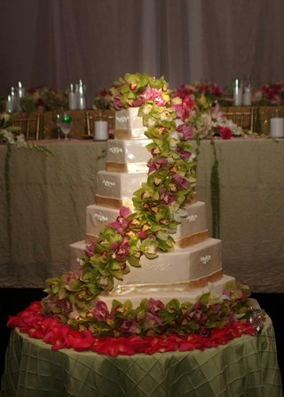 hexagon-shaped-white-cake-with-orchids