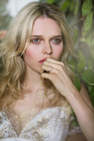 claire-pettibone-fall-winter-2016-gold-and-white-wedding-dress-close-up
