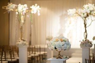 elegant-ceremony-flowers-with-roses-and-hydrangeas