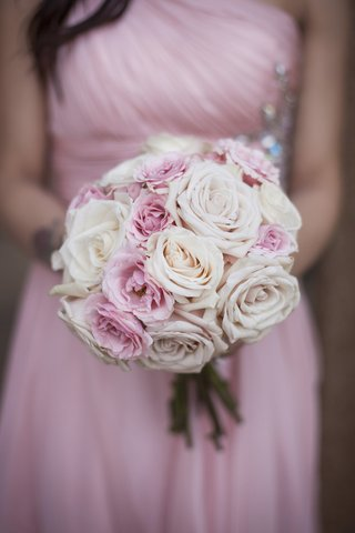 bridesmaid-bouquet-of-pink-rose-pale-pink-roses-and-white-roses