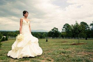 bride-wearing-sleeveless-wedding-dress-in-field