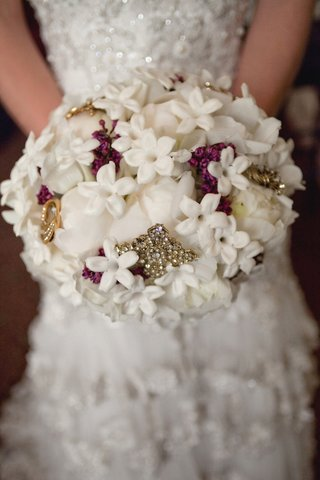 white-stephanotis-and-rose-bouquet-with-crystal-brooches