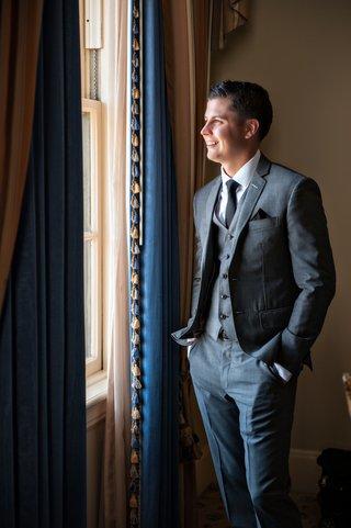 groom-wears-three-piece-suit-in-gray