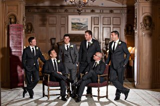 groomsmen-wear-black-suits-and-white-boutonnieres