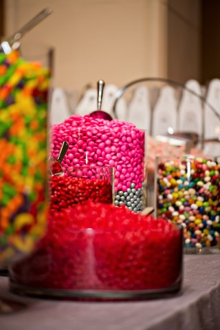 jars-of-candy-to-create-take-home-bags