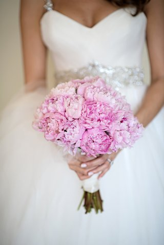 single-variety-bouquet-with-pink-peony-flowers