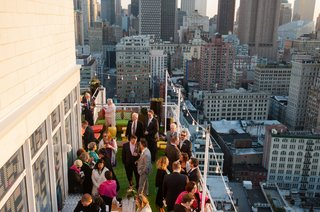 outdoor-cocktail-hour-mondrian-soho-hotel-in-nyc