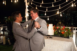 gay-grooms-dance-on-new-york-city-rooftop