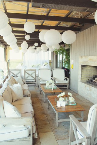 white-paper-lanterns-and-white-sofa-wedding-lounge