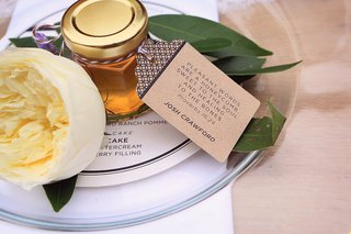 jar-of-honey-with-proverb-as-wedding-favors