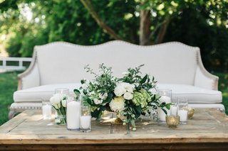 jillian-murray-and-dean-geyer-wedding-reception-lounge-area-settee-with-wood-table-green-white