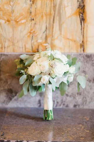 wedding-bouquet-ivory-roses-sage-greenery-simple-germany-wedding-bouquet