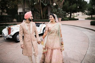 bride-and-groom-for-sikh-ceremony-with-pastel-outfits