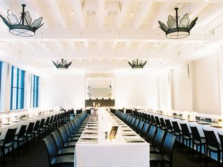modern-chic-black-and-white-wedding-reception-black-chairs-white-linens