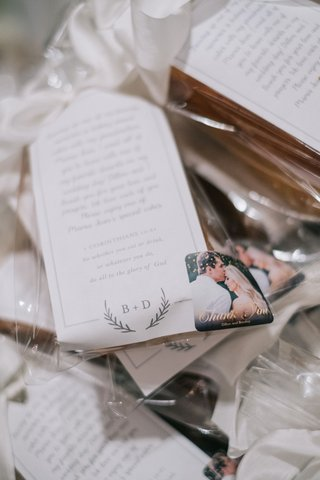 wedding-favor-personalized-note-explaining-why-guests-were-receiving-pound-cake-engagement-photo