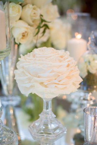 small-glamelia-in-vase-as-part-of-wedding-centerpiece