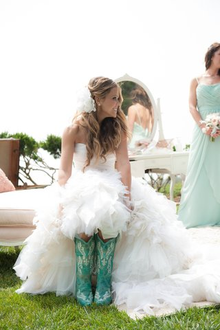 katrina-hodgson-in-wedding-dress-with-turquoise-boots