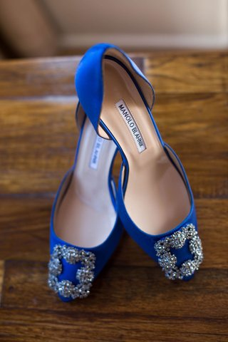 wedding-shoes-bright-blue-royal-blue-manolo-blahnik-bridal-heels-with-silver-buckles