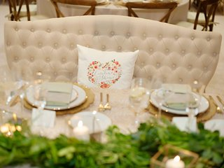wedding-reception-decor-rustic-wedding-green-garland-gold-place-setting-heart-pillow-on-settee