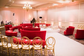 hindu-wedding-ceremony-seating-in-the-round-with-lounge-furniture