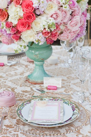 vineyard-wedding-table-with-white-gold-damask-tablecloth-gold-beaded-charger-floral-china-plate