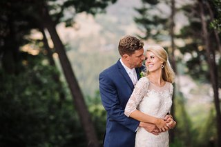 bride-and-groom-photo-in-forest-northern-california