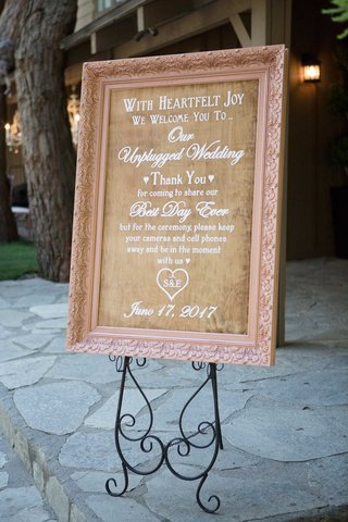 wooden-wedding-welcome-sign-in-blush-frame