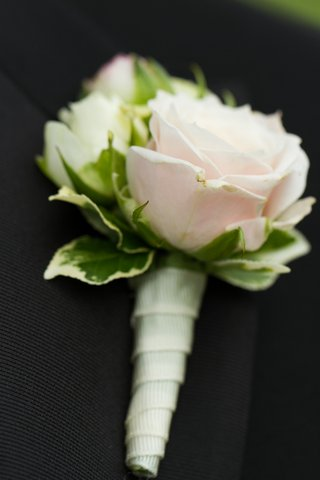light-pink-rose-with-green-leaves-boutonniere