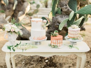 desert-inspired-styled-shoot-three-small-wedding-cakes-drip-cakes-wedding-trend