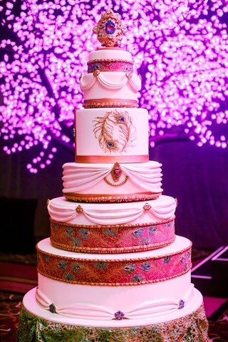 tall-wedding-cake-with-indian-turban-design
