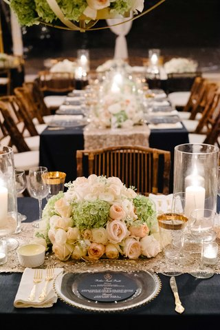 navy-blue-linen-on-long-table-wedding-reception-hydrangea-rose-centerpiece-low-gold-charger-glasses
