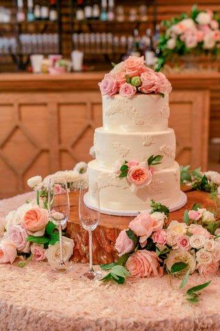 pro-golfer-2017-masters-tournament-winner-pga-tour-sergio-garcia-wedding-cake-white-pink-flowers