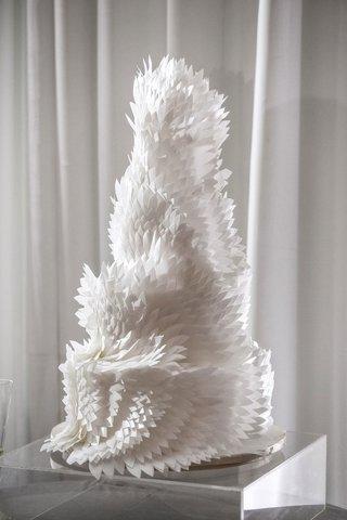 modern-wedding-cake-with-architectural-white-feather-design-unique-wedding-cake-ideas