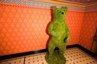 green-moss-bear-sculpture-at-william-b-seymours-wedding
