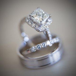 marina-diamonds-jewelry-princess-cut-diamond-engagement-ring-with-halo-and-wedding-bands