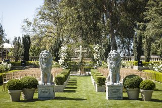 garden-wedding-with-lion-statues-and-hedges