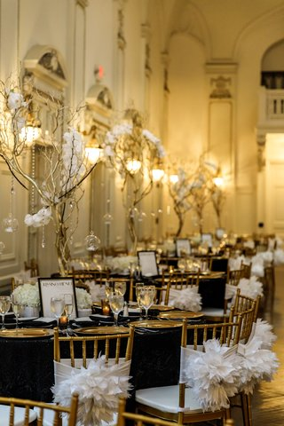 gold-chiavari-chairs-black-linens-gold-charger-plates-gold-manzanita-branches