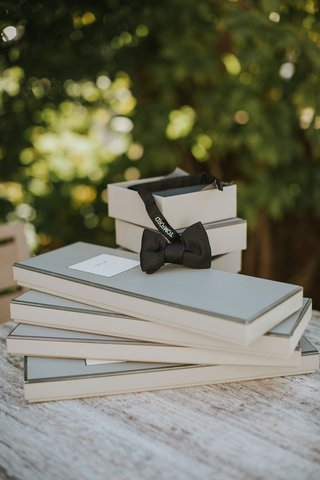 wedding-favors-gifts-tom-ford-designer-bow-tie-and-other-accessories-for-grooms-bespoke