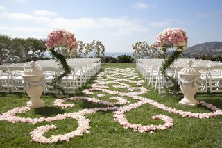 resort-lawn-wedding-with-pink-and-white-rose-details