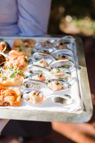 wedding-reception-cocktail-hour-hors-doeuvres-appetizers-flatbread-pizza-and-fish-sushi-on-a-tray