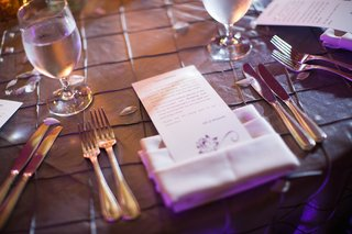 wedding-reception-table-with-a-personalized-note-in-napkin