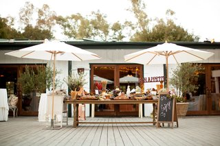 barn-inspired-farm-table-and-cocktail-hour-food