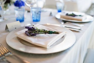 wedding-place-setting-with-fresh-sprigs-of-lavender-herb