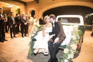 bride-and-groom-kiss-and-leave-sitting-on-a-truck
