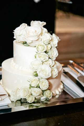white-wedding-cake-with-white-roses-on-a-silver-tray