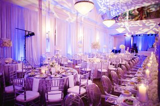 ballroom-reception-with-silver-accents-and-bright-lighting