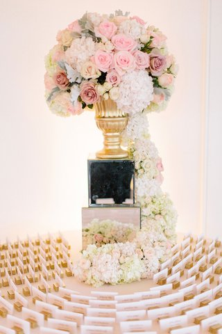 round-escort-card-table-mirror-riser-gold-vase-with-pink-roses-white-hydrangea-flower-cascading