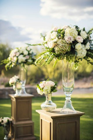 desert-wedding-ceremony-with-oak-riser-pedestal-glass-vases-white-hydrangea-pink-rose-greenery